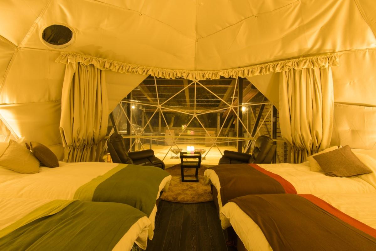 【日本初】源泉掛け流し露天風呂付きグランピングドームテント