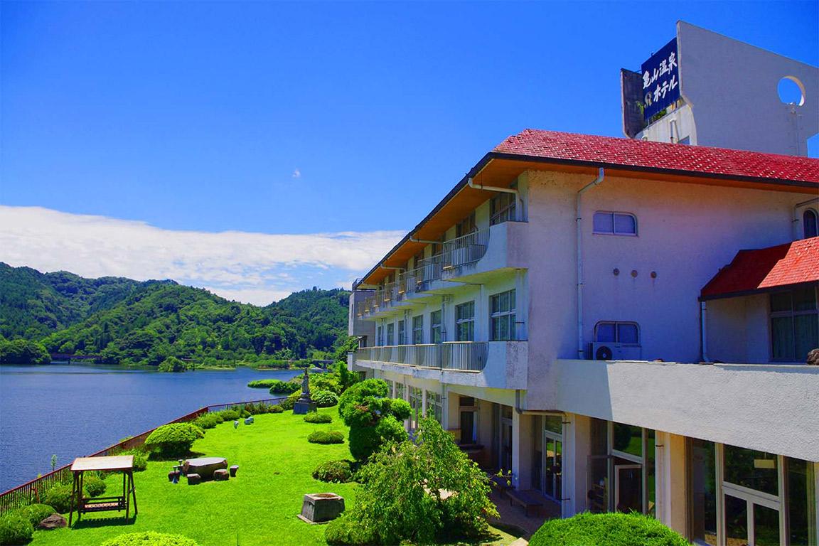 亀山温泉ホテル(管理棟)